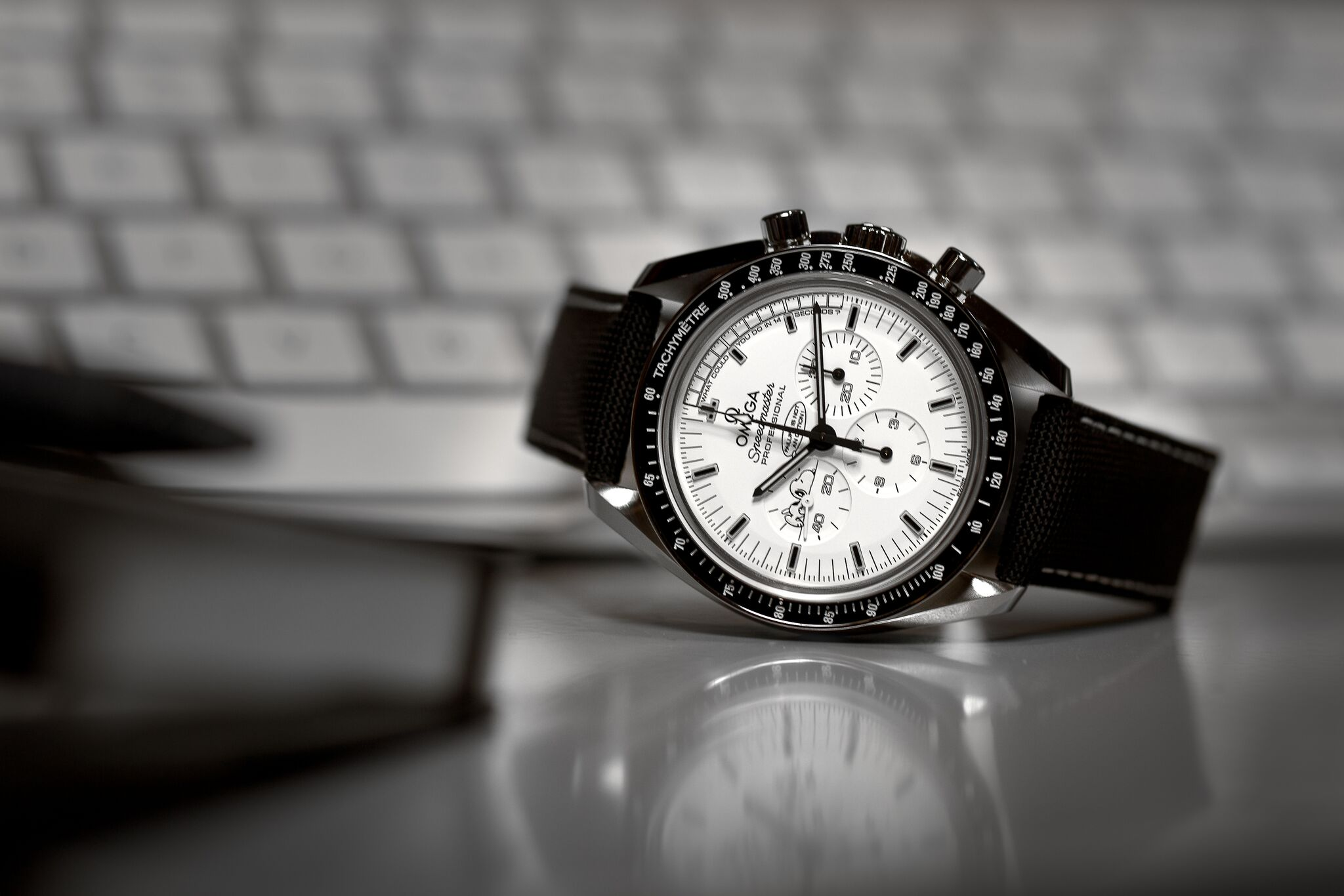 Omega Speedmaster Professional Moonwatch Silver Snoopy: Apollo XIII 45th Anniversary